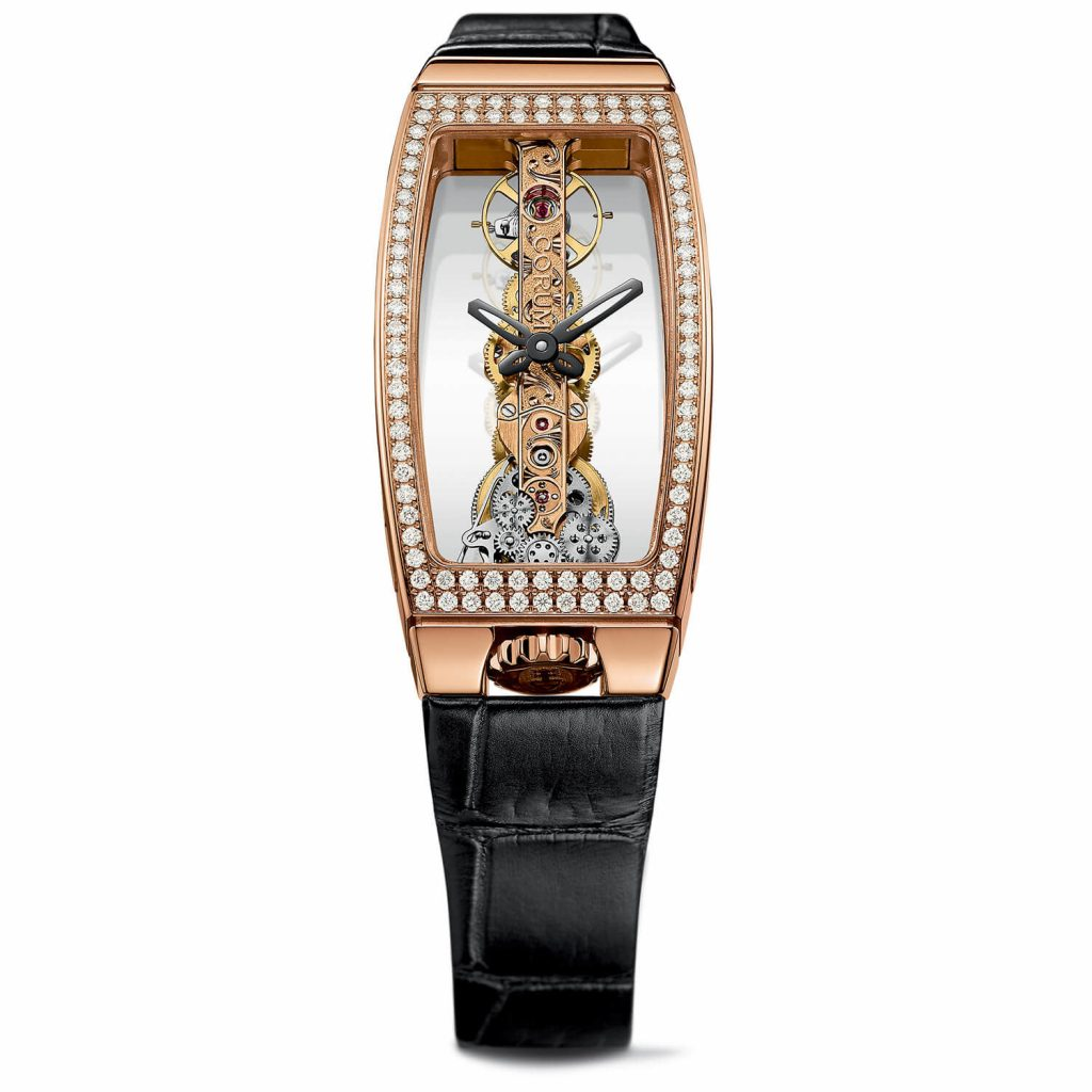 From the sapphire crystal,the movement could be enjoyed very clearly.