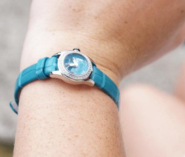 The turquoise leather strap matches the color of the dial and the gemstones paved on the bezel.