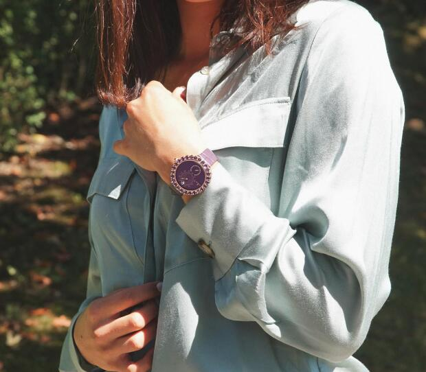 The purple dial and purple strap make the whole model very noble.