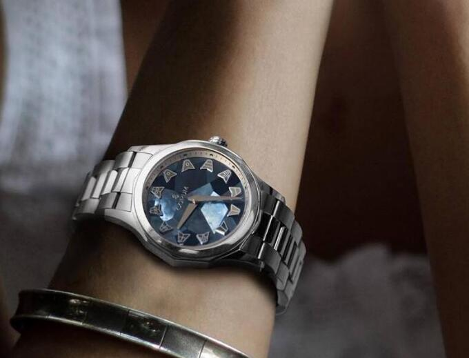 The mother-of-pearl dial looks romantic and mysterious.