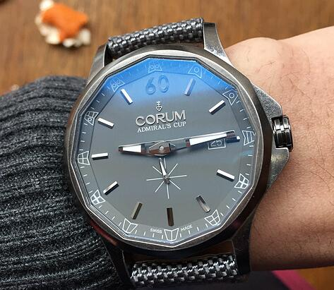 Corum has been chosen by numerous watch lovers by the special appearance.