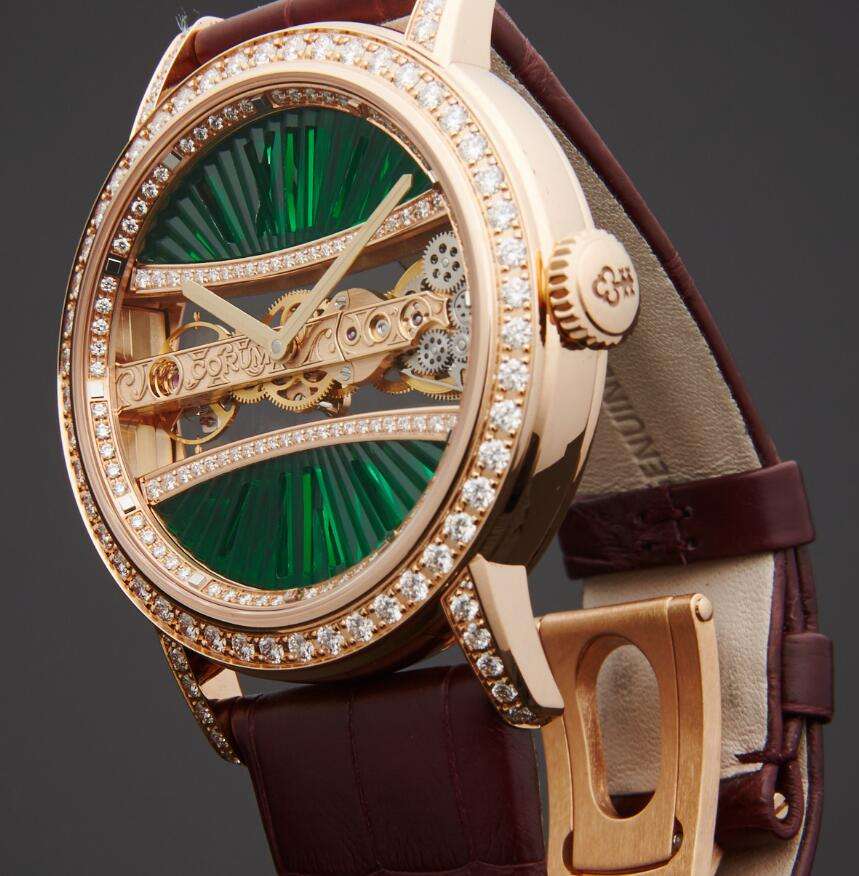 Hot-selling imitation watches are precious with diamonds.